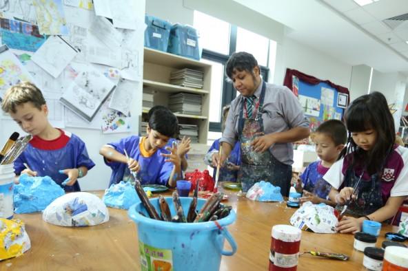 EiM teacher with students in an art class